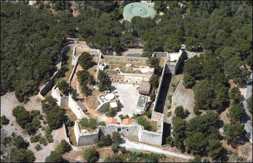 Patrimoine – A saisir : Toulon, fort classé, terrain arboré